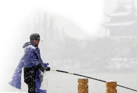 经验之谈:下着雪钓着鱼 画面美爆了!